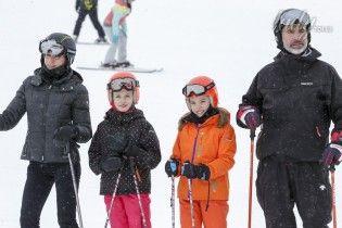 Все на лыжи: королева Летиция и король Филипп отправились с детьми на отдых