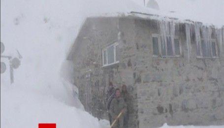 Смертельный снегопад: из-за схода лавин в Афганистане погибли более ста человек