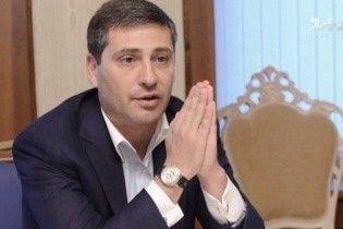 Журналисты рассказали, как за деньги украинцев друзья Путина поддерживают войну на Донбассе