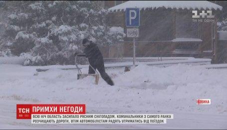 Сніг, мороз і сильний вітер: на Буковині автомобілістам рекомендують утриматися від поїздок