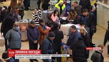 В Одеському аеропорту скасували майже всі рейси через несприятливу погоду