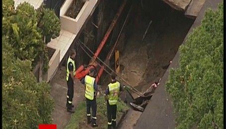 Из-за наводнения возле дома премьера Австралии образовалась огромная яма