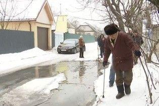 На околиці Києва річка з нечистот спричиняє епідемії гепатиту у містян