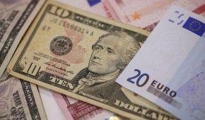 Курс валют на 22 января: сколько стоят доллар и евро