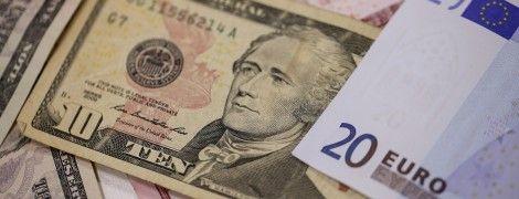 Доллар упал до нового самого низкого за последние три года уровня. Курсы Нацбанка на 19 сентября