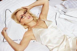 Сексапильная и свободная: Кайли Миноуг соблазнительно прорекламировала очки