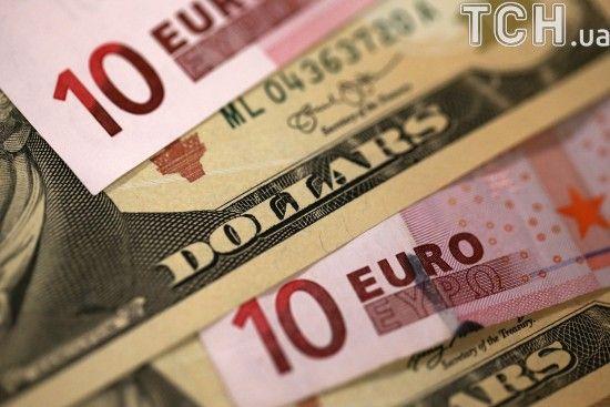 Долар і євро знову дорожчали в курсах Нацбанку. Інфографіка