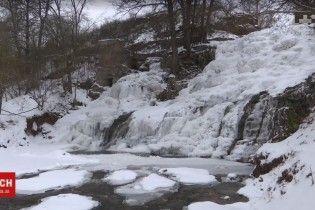 На Тернопільщині замерз найвищий в Україні рівнинний водоспад
