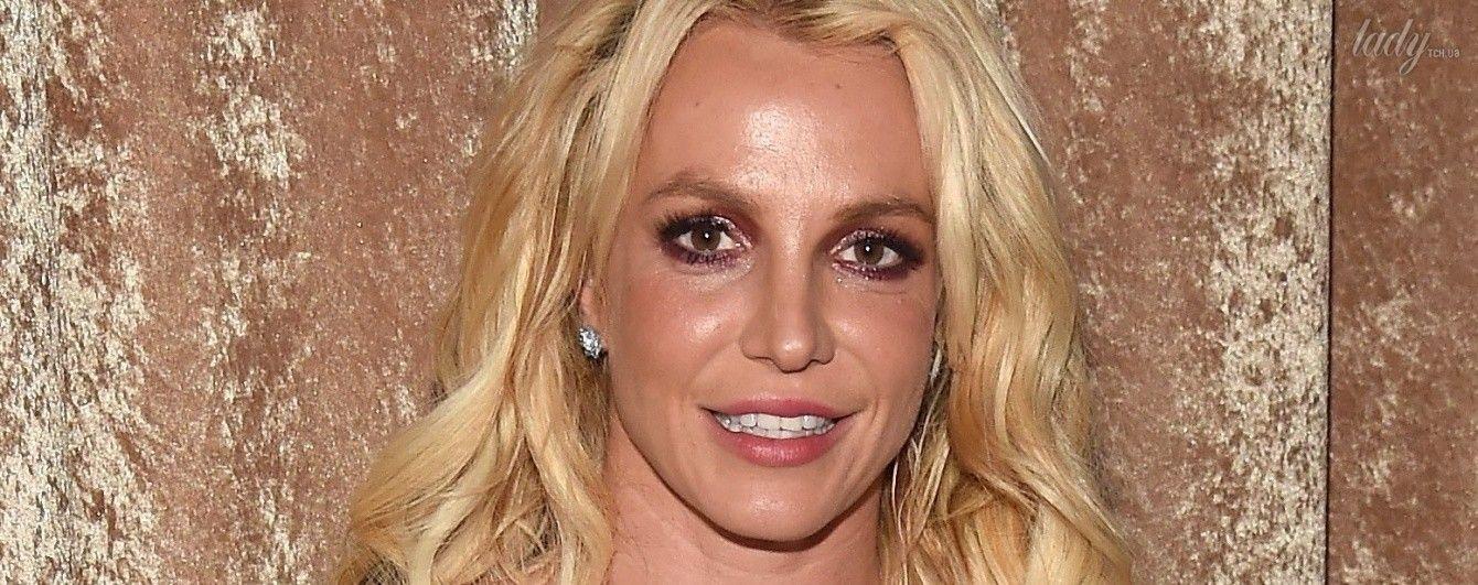 Бритни спирр сняли в сауне секс видео