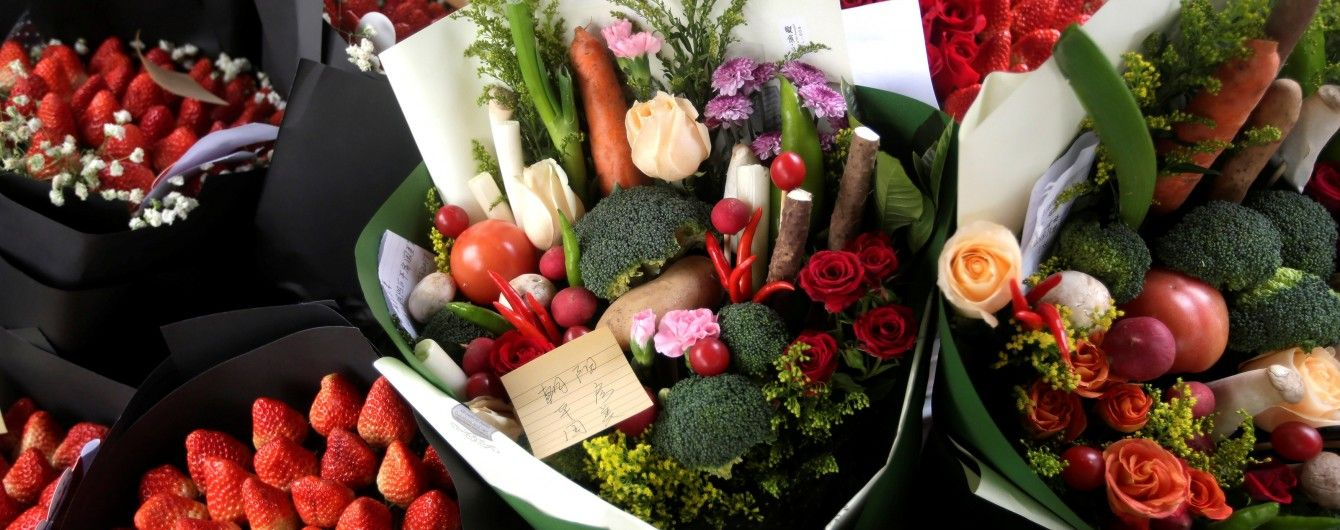 Золото, квіти і найпопулярніший подарунок на Валентина: українці розділилися у ставленні до презентів на романтичне свято
