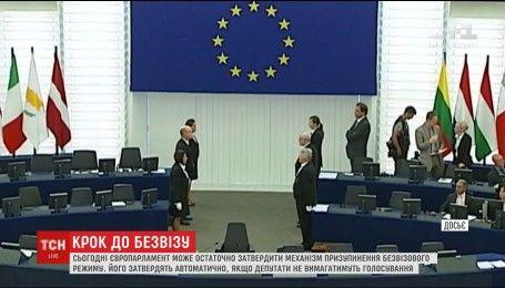 Европарламент может автоматически утвердить механизм, который приблизит безвизов для Украины