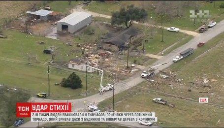 Десятки тисяч людей без електрики, тисячі будинків без дахів – в Техасі прокотився торнадо