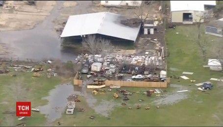 Руйнівний торнадо в Техасі залишив десятки тисяч людей без світла
