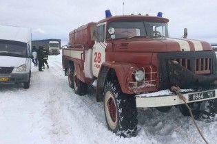На Харьковщине в снежных заносах застряли почти полтысячи человек