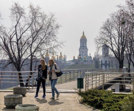Українці розповіли, як проводитимуть час на травневі свята - опитування
