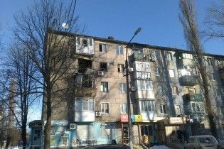 Из-за угрозы обвала в Авдеевке отселяют жильцов дома, который обстреляли из артиллерии боевики