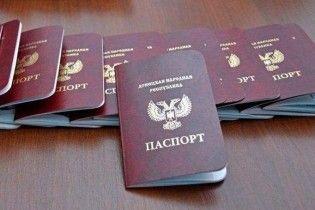 """Оккупанты в Донецке будут выдавать """"паспорта"""" 14-летним детям"""