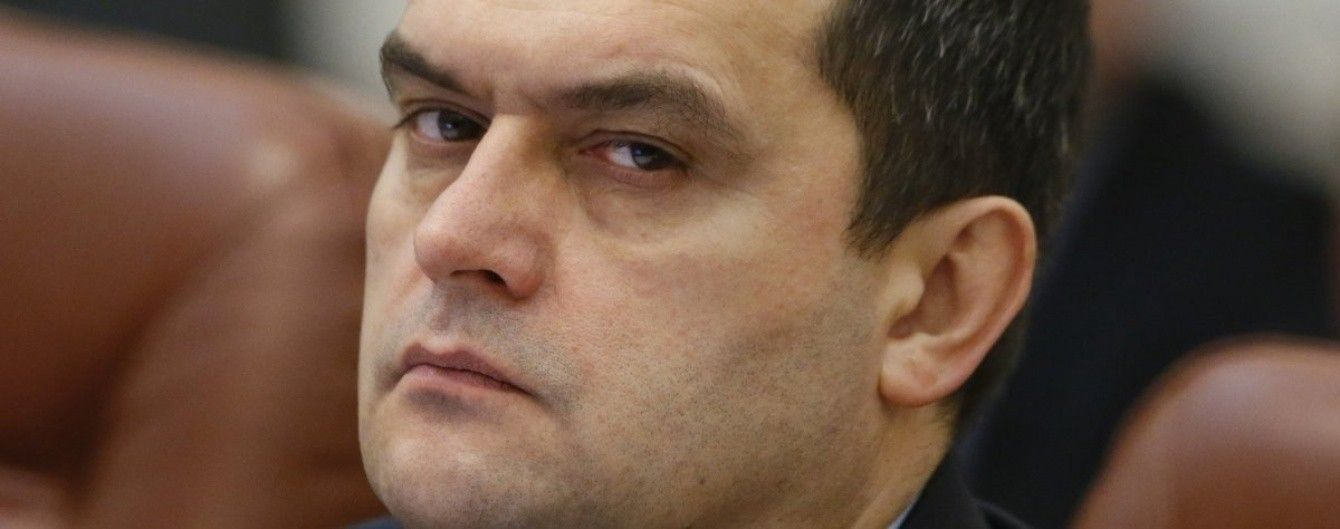 Экс-главу МВД Захарченко подозревают в отмывании 10 млрд гривен