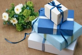 """В США придумали """"подарочные чеки"""" для выгодного возврата неудачных презентов на Рождество"""