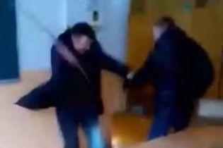 """""""Воспитательный момент"""". На Тернопольщине преподаватель ПТУ избил метровой палкой ученика"""