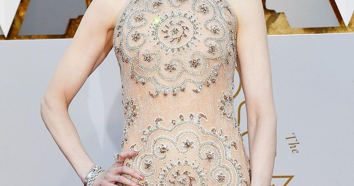"Маленький конфуз на церемонии ""Оскар-2017"": Николь Кидман натерло платье"