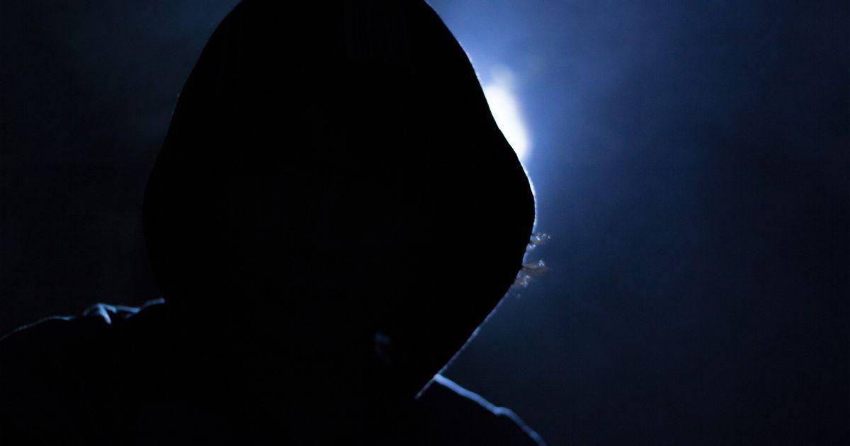 На Херсонщині банда у масках напала на мікроавтобус і пограбувала пасажирів