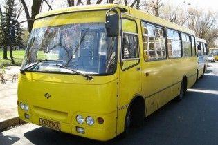 На Киевщине 15-летняя девочка выпала из маршрутки во время движения