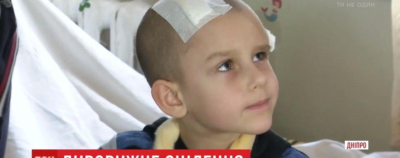 Маленький хлопчик здивував оточення одужанням після наскрізного поранення черепу й мозку