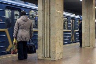 У Києві пільговиків пускатимуть безкоштовно до метро лише зі спеціальними картками