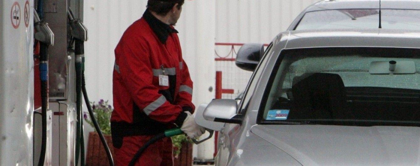 Скільки коштує заправити авто на АЗС вранці 16 квітня