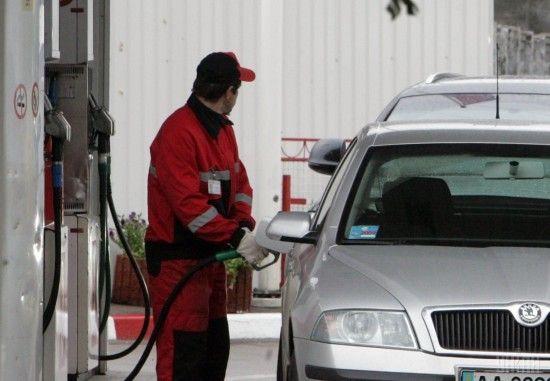Скільки коштує заправити авто на АЗС уранці 12 вересня