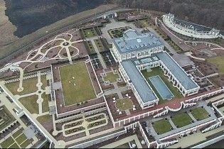 """Миллиардер и советник Порошенко возвел собственный """"Версаль"""" возле Феофании – СМИ"""