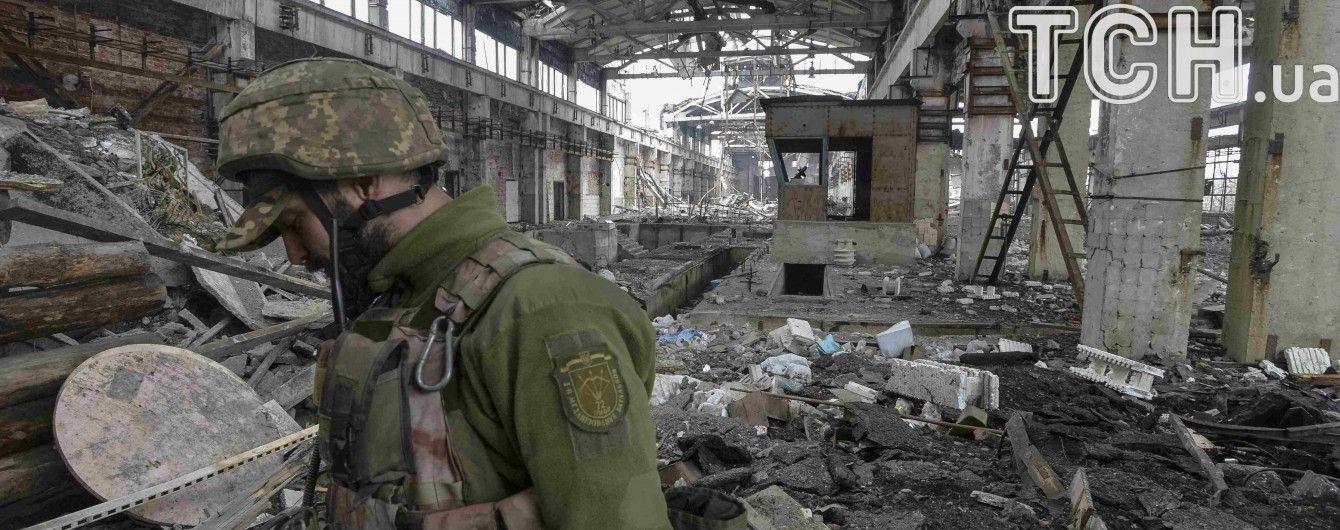 Во время обстрела Авдеевской промзоны ранение получила женщина-волонтер