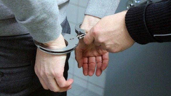 Кайданки, затримання, наручники