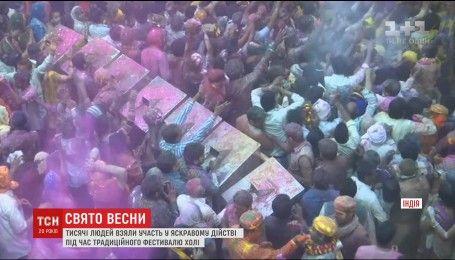 Тысячи людей приняли участие в ярком религиозном празднике Индии