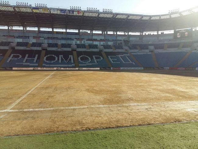 поле на стадіоні Чорноморець
