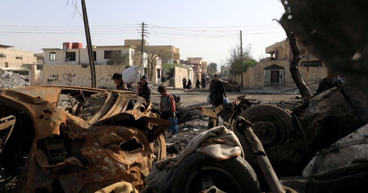 """Мирні мешканці залишають місто, поки триває протистояння сил Іраку та """"ІД"""" в Західному Мосулі"""