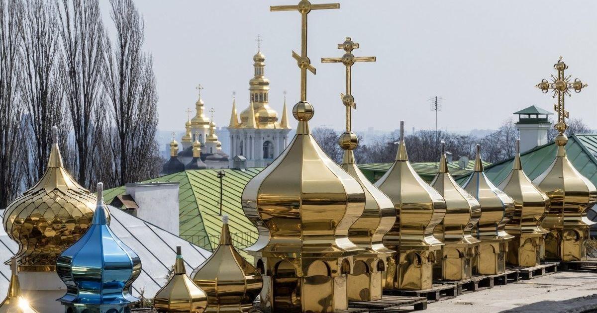"""Інтригуючий детектив: чому релігійні громади не можуть """"втекти"""" від Московського патріархату"""