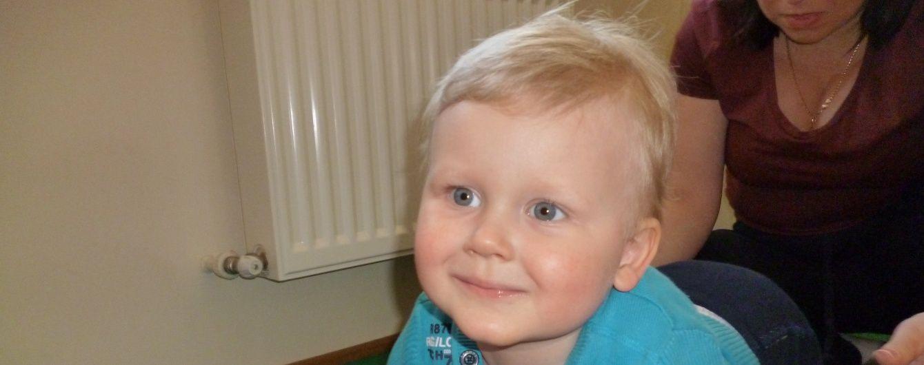 3-річний Максим сподівається на добрих людей