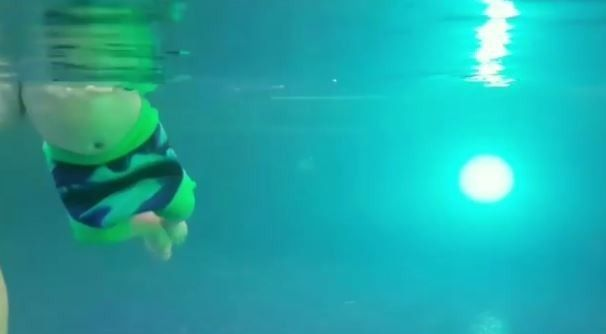 Син Собчак плаває_1