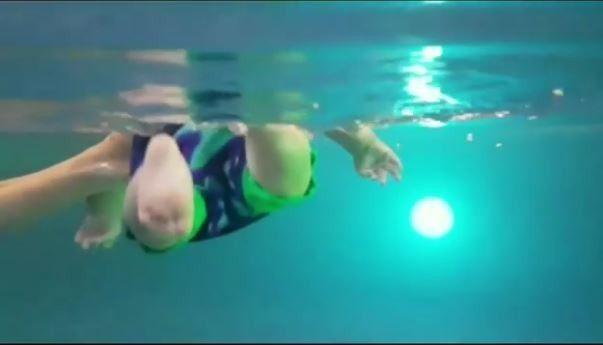 Син Собчак плаває_2