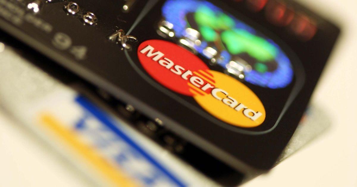Владельцы банковских карточек не могли рассчитаться и снять наличные из-за глобальныого сбоя