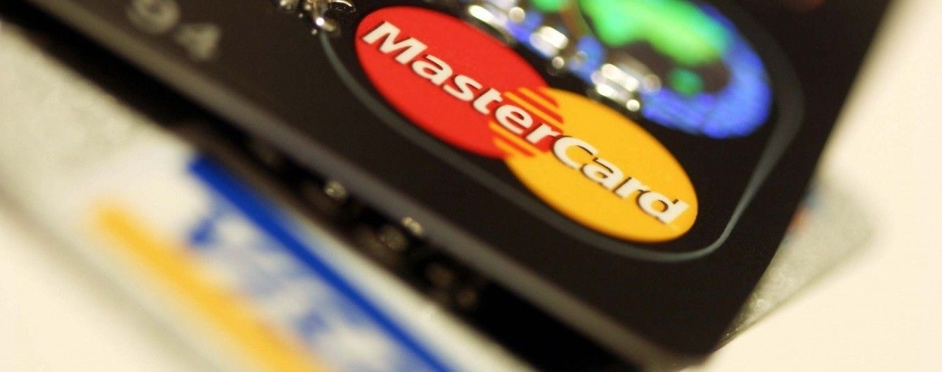 Власники банківських карток не могли розрахуватися та зняти готівку через глобальний збій