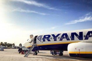 На борту Ryanair во время драки пассажиру едва не откусили нос