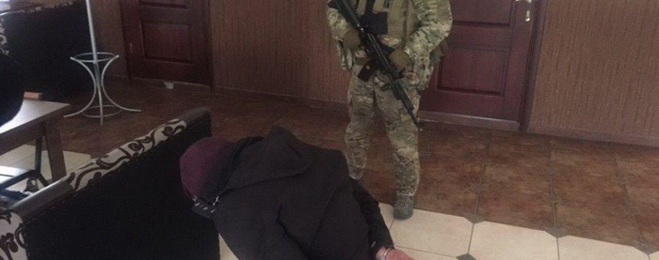 """На Хмельнитчине СБУ задержала банду рэкетиров во время """"выбивания"""" денег с предпринимателя"""