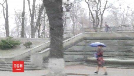 Капризы погоды: Киев неожиданно засыпало градом