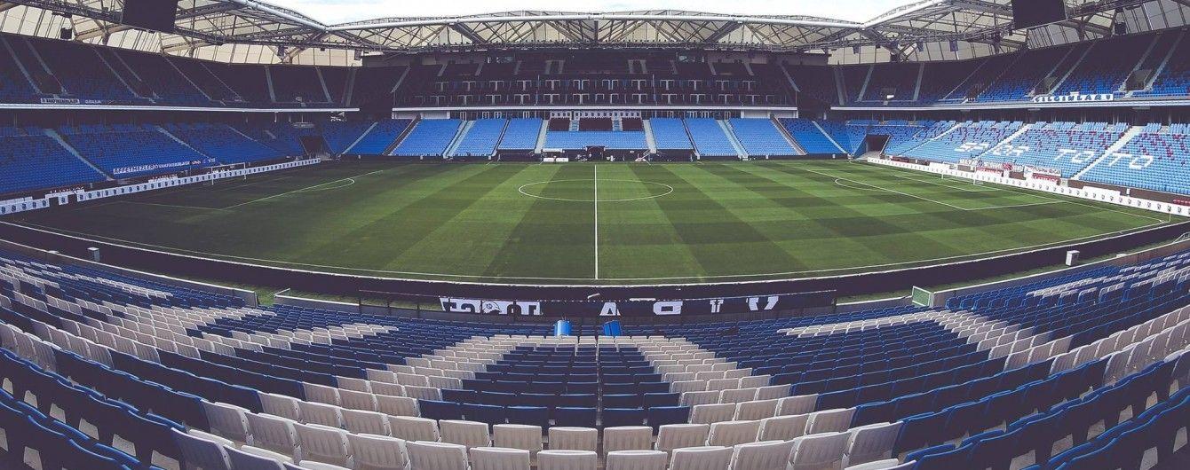 Турецкий клуб заставил фаната-вандала вымыть 10 тысяч кресел на стадионе