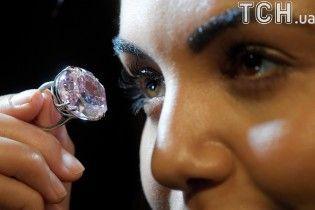 """""""The Pink Star"""". На аукционе в Гонконге планируют продать самый дорогой розовый алмаз в мире"""