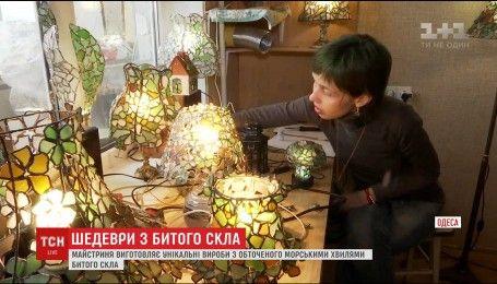 Одесская мастерица изготавливает уникальные изделия из обточенных морскими волнами щепок стекла