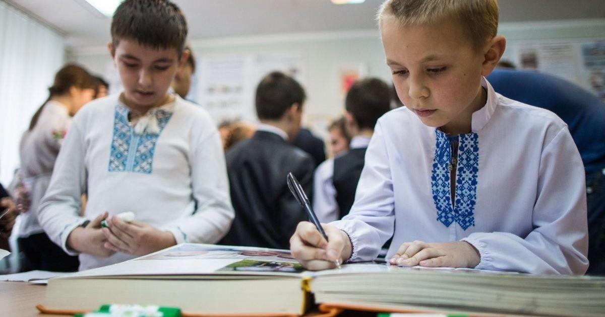 """""""Удар в спину"""": Румыния и Венгрия жестко раскритиковали украинский закон об образовании"""